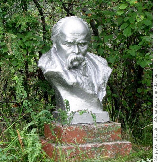 Памятник Тарасу Шевченко на базе отдыха Моторостроительного завода