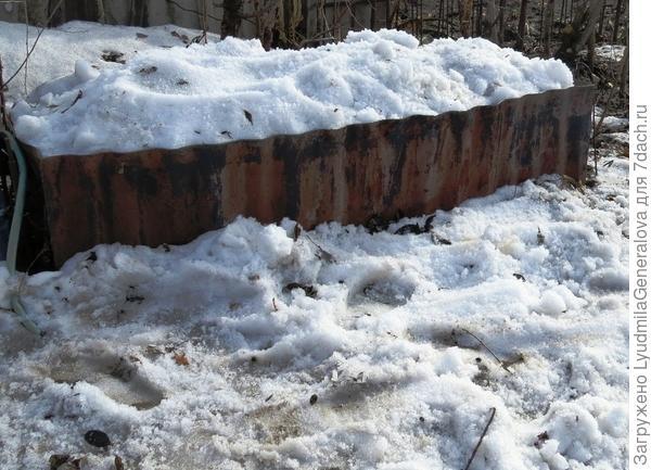 Емкость со снегом