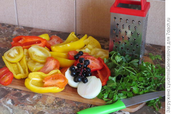 Половинки овощей удобнее пропускать через тёрку