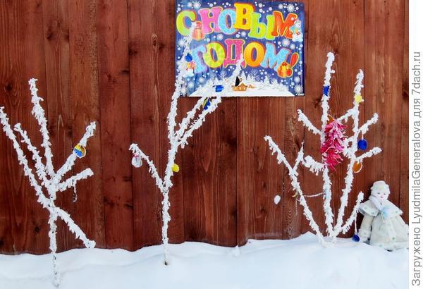 """Хотела прикрепить новогоднюю композицию, а на глаза попалась вот эта фотка. И я подумала, что уставшая Снегурочка очень похожа на нашу Таню. (- Фу, наконец-то праздники закончились!) Только с её вулканической должностью это """"фу"""", как короткое замыкание. Вобщем ей на своём  """"боевом посту"""" некогда фукать!"""""""