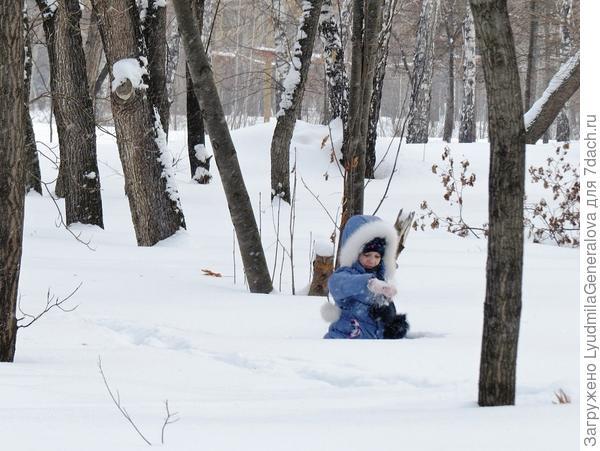 Посидеть на мягкой снежной подушке - тоже в удовольствие!