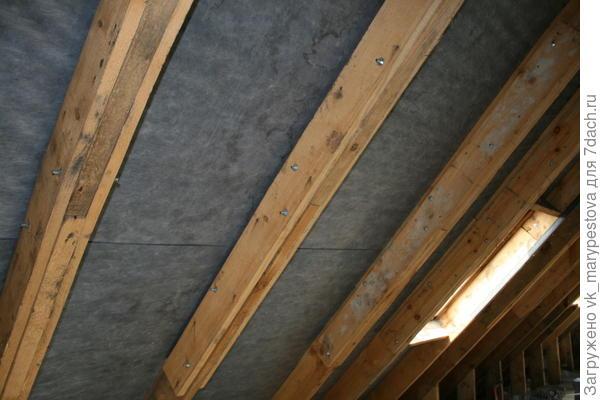Скат крыши с гидроизоляционной мембраной и вентзазором