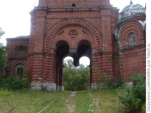 Бвшие церковные ворота.