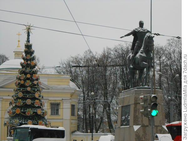 Памятник Александру Невскому.
