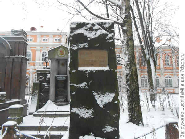 Памятник морякам Кронштадтского восстания.