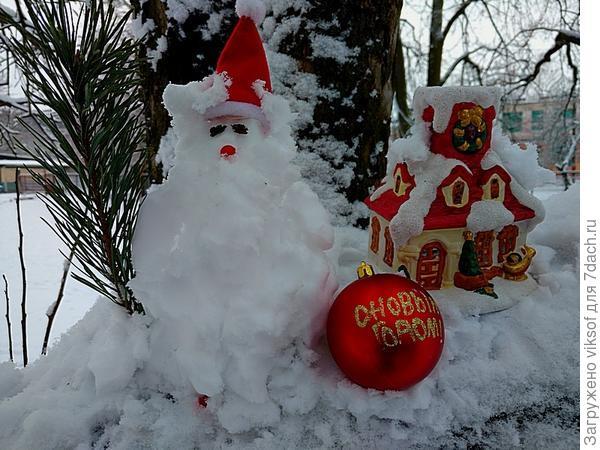 Снеговик-персионер, пошёл на подработку Дедом Морозом - пенсия у них Снеговиков маленькая