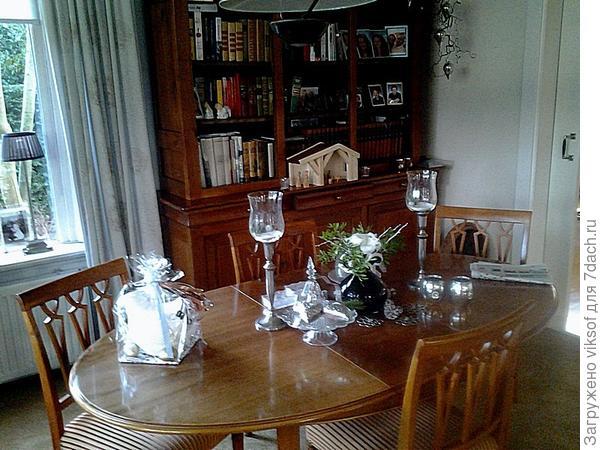 композиция на столе в гостиной