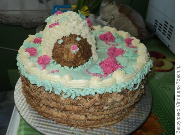 """Вот, например, тортик для ребенка 5 лет: 6 медовых коржей и ёжик из """"обрезков"""""""