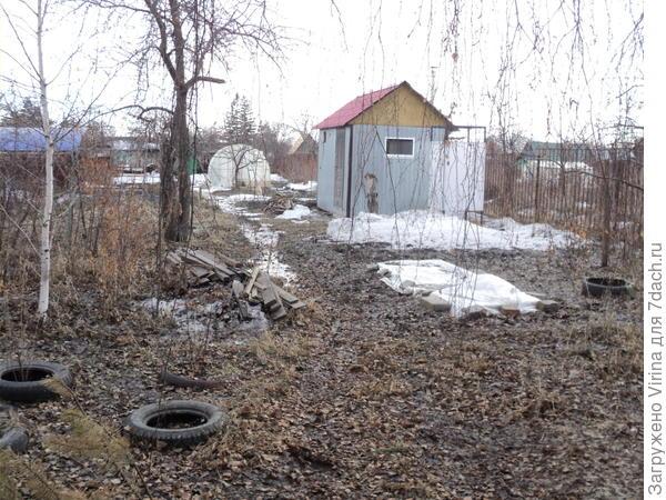 Снега нет совсем, а под слоем грязи - слой льда
