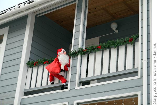 Через балкон полез!