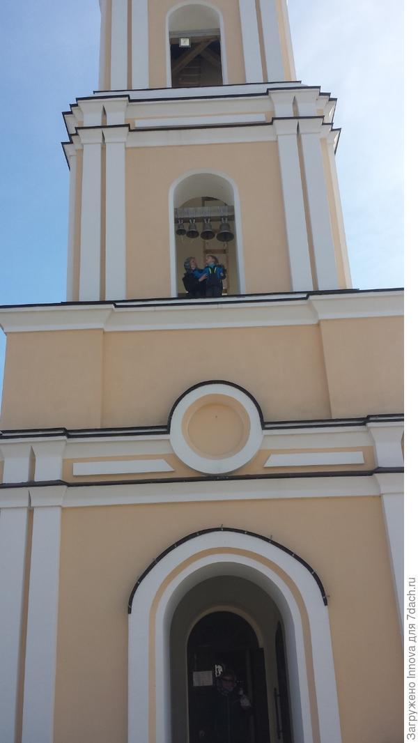 С сыном на колокольне