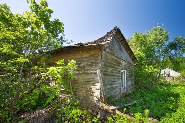 Если ресурс дома исчерпан, проще его снести и построить новый