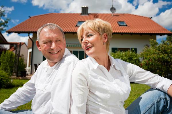 Выберите правильное решение: сносить или перестраивать старые постройки на даче