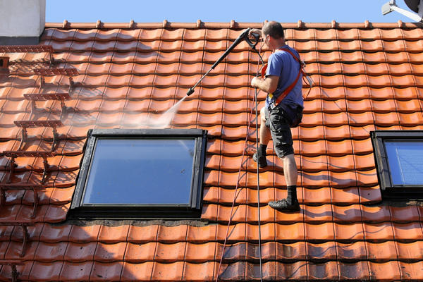 Мансардные окна можно помыть и таким способом.