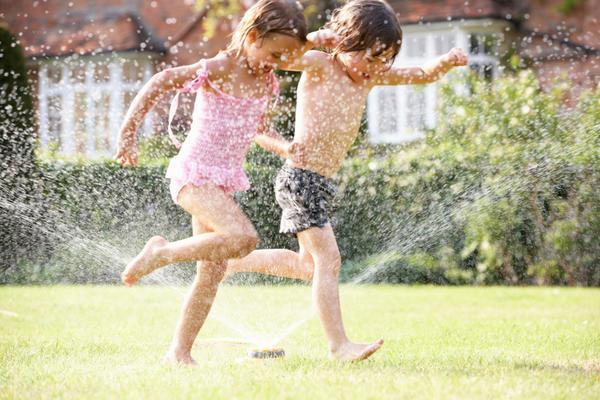 Активные игры на свежем воздухе несут здоровье