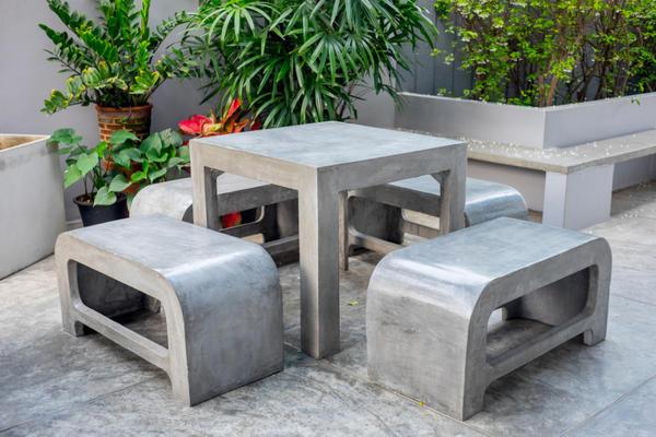 Стол и скамьи для сада из бетона