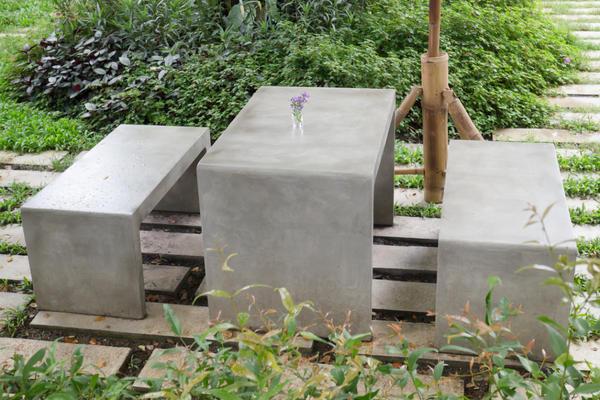 Садовая обеденная группа из бетона