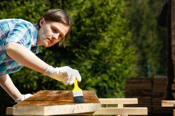 Окрашивание - самый доступный вид обновления мебели