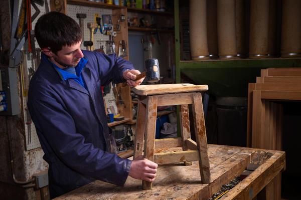 Отремонтируйте мебель перед декорированием