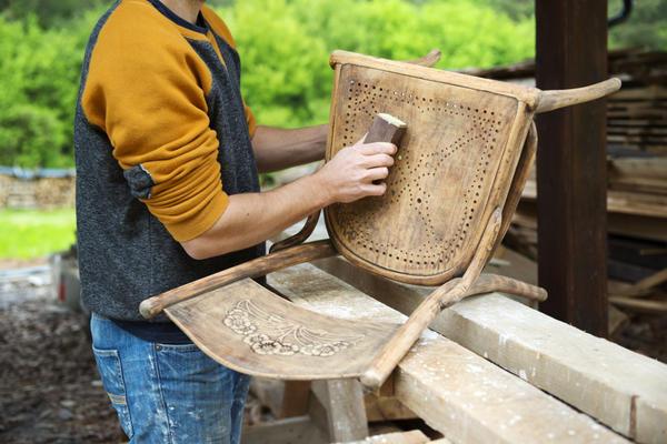 Степень удаления старого покрытия и выравнивания поверхности зависит от декораторской идеи