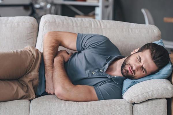 Боль в спине при остром панкреатите очень сильная