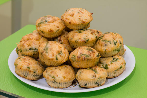 Маффин с сыром и овощами успешно заменит школьную булочку