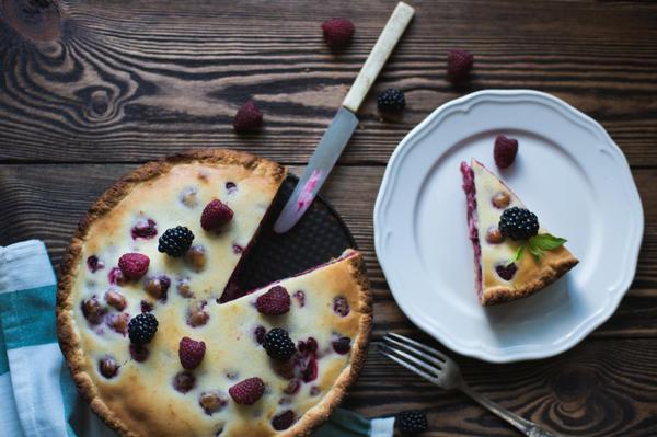Ягодное настроение: десерты с малиной и ежевикой