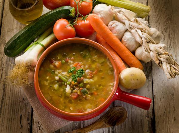 Суп минестроне чем-то напоминает наш постный борщ с фасолью