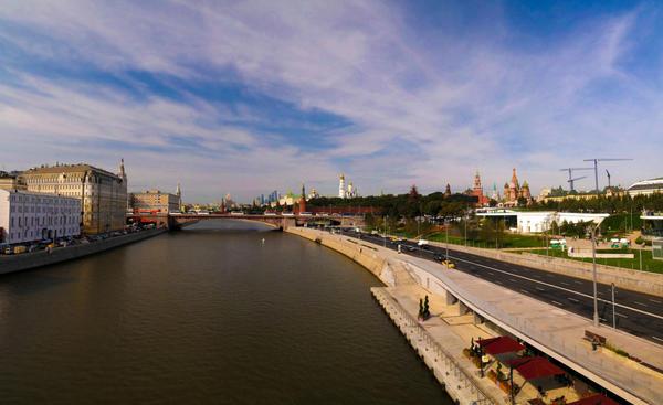 Парк расположен в уникальном историческом месте на берегу Москвы-реки