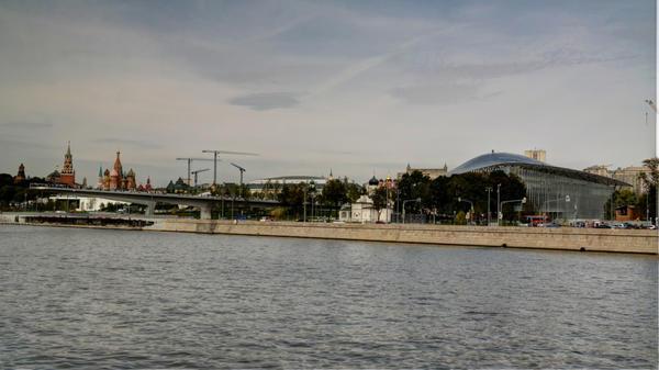 Вид на Зарядье со стороны Москвы-реки