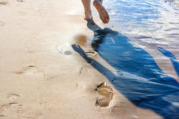 Плотный песок, насыщенный водой, разжижается от давления