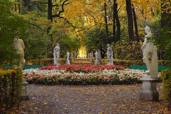 Летний сад: «Там шепчутся белые ночи мои...»