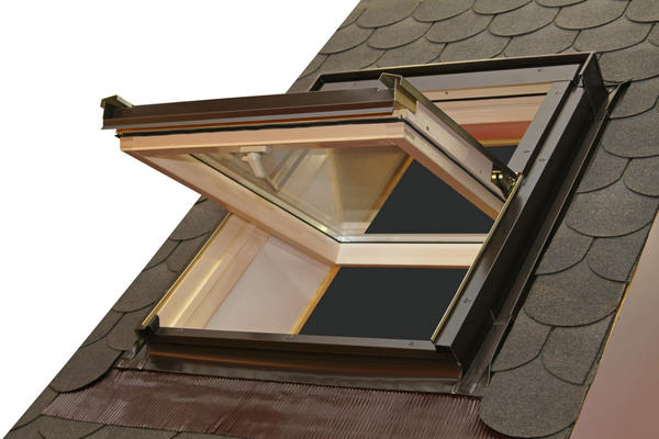 Рама окна зафиксирована в горизонтальном положении
