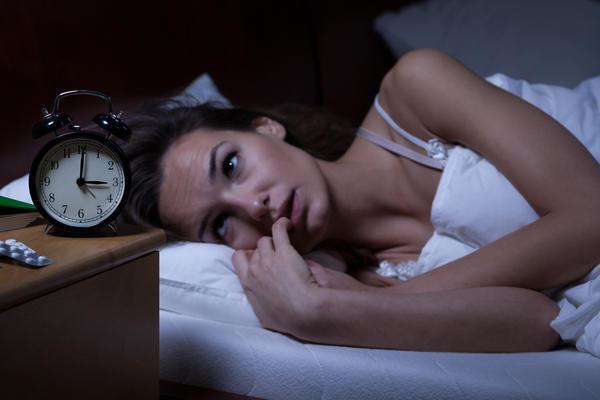Лежать без сна, с тоской глядя на часы, - не выход из положения
