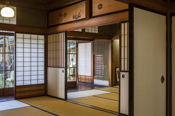 Сёдзи и фусума в интерьере японского дома