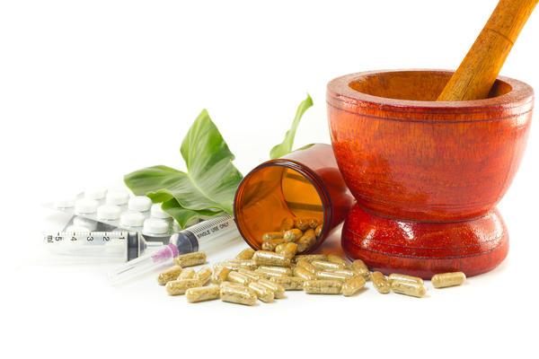 И растительные препараты, и синтетические лекарства могут нанести вред при неправильном применении