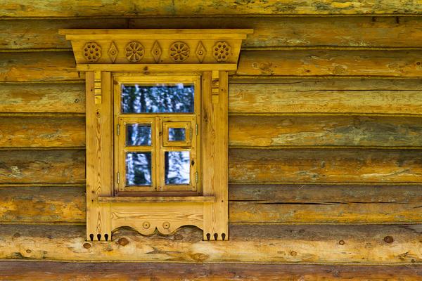 Наличники скрывают окосячку и украшают дом