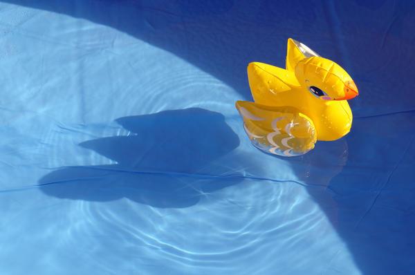 Водата в басейна ще остане чиста, ако към нея се добави сода.