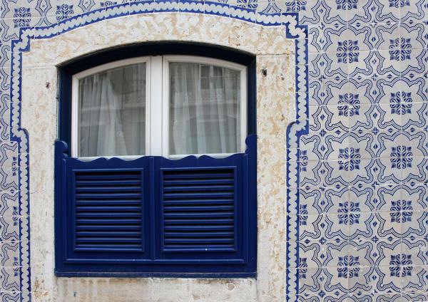 Майолика на фасаде дома