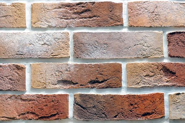 Контрастные швы визуально сделают поверхность стены более рельефной