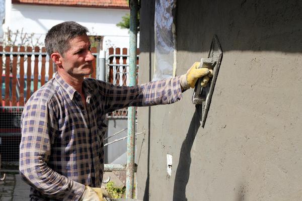 Штукатурка создаёт бесшовное покрытие на стене