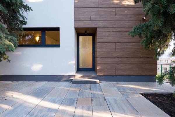 Отделка фасада сайдингом из древесно-полимерного композита