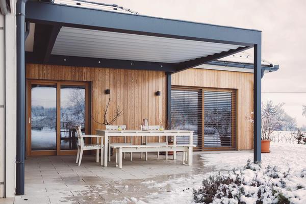 Отделка деревянным сайдингом современного дома
