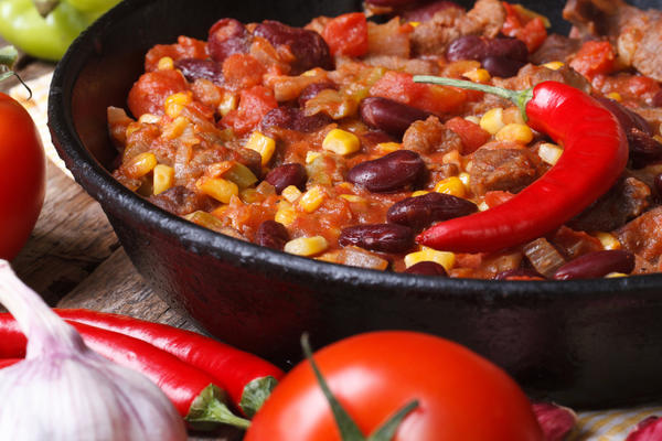 Фасоль с перцем чили - острое и сытное крестьянское блюдо
