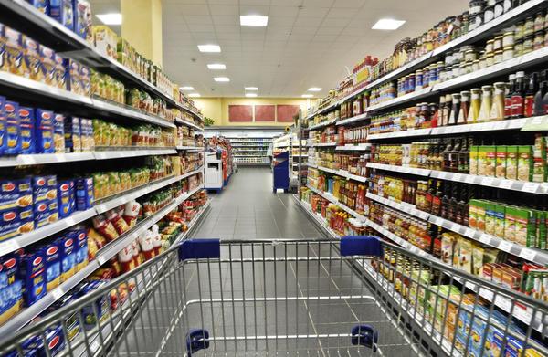 Люди всё чаще отправляются за покупками в супермаркет