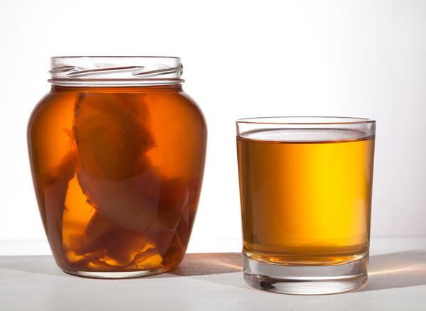 Невозможно отрицать, что напиток комбуча обладает многими полезными качествами