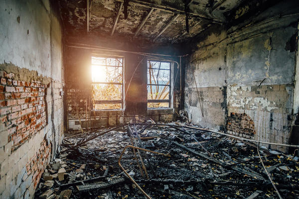 Кирпичные дома тоже горят