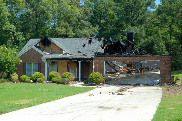 Крыша загорается очень быстро. Часто гараж - источник пожара