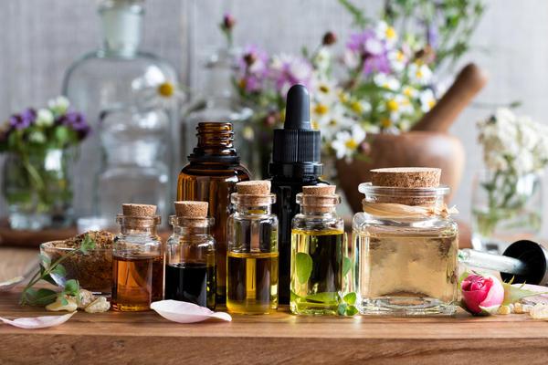 Растительные препараты имеют и преимущества перед аптечными лекарствами, и недостатки