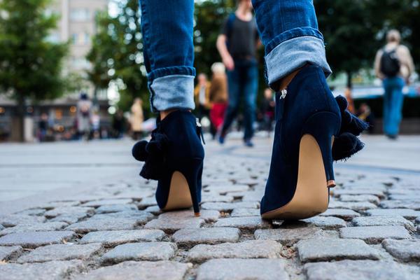 Высокий каблук вреден не только для стоп, но и для коленных суставов